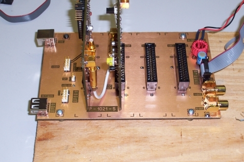 Motherboard with synthesizer- and I/Q module